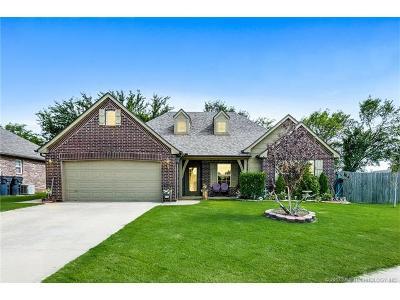 Glenpool Single Family Home For Sale: 1106 E 146th Place