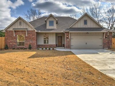 Broken Arrow Single Family Home For Sale: 1301 N Ironwood Avenue