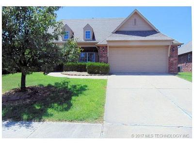 Osage County, Rogers County, Tulsa County, Wagoner County Single Family Home For Sale: 1004 S 75th Street