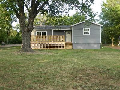 Locust Grove OK Single Family Home For Sale: $112,500