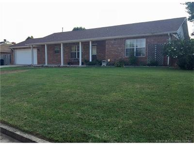 Okmulgee Single Family Home For Sale: 1200 S Green Willow Road
