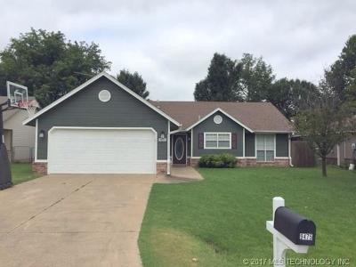 Single Family Home For Sale: 9475 E Cherrywood Drive