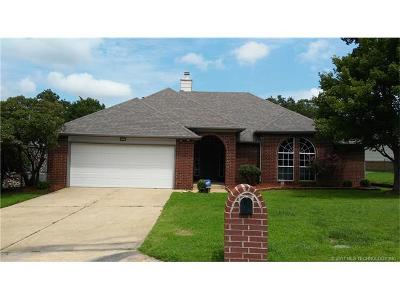 Tulsa Single Family Home For Sale: 3727 S Rolling Oaks Drive