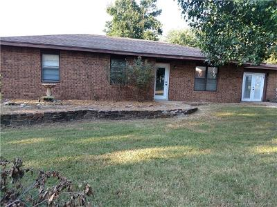 Tahlequah OK Single Family Home For Sale: $112,500