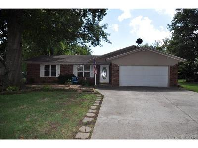 Claremore Single Family Home For Sale: 1121 W 16th Place