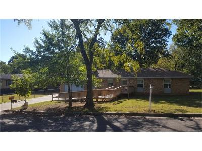 Tahlequah OK Single Family Home For Sale: $138,500