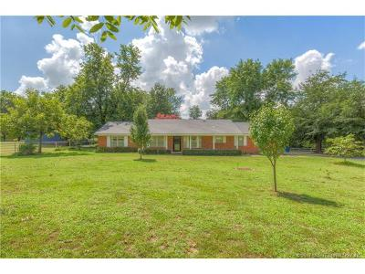 Tulsa Single Family Home For Sale: 2202 W 78th Street