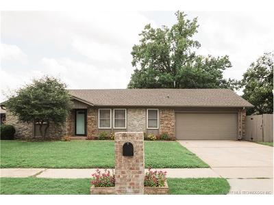 Tulsa Single Family Home For Sale: 7018 E 71st Place