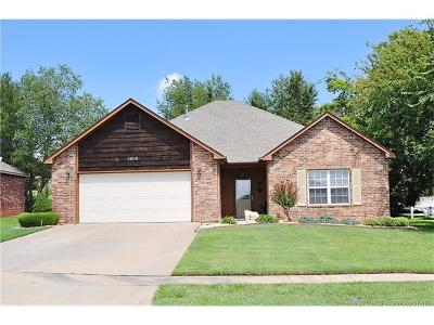Claremore Single Family Home For Sale: 2606 Highwood Place