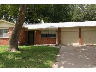 Tulsa Single Family Home For Sale: 1818 S 119th East Place