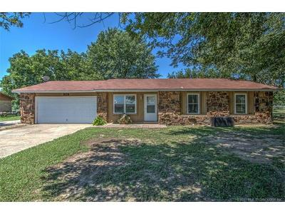 Mounds Single Family Home For Sale: 710 Russell Avenue