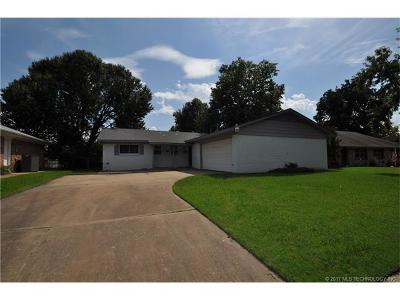 Tulsa Single Family Home For Sale: 8524 E 38th Street