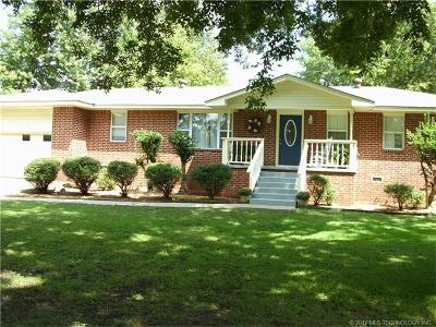 Tahlequah OK Single Family Home For Sale: $151,500