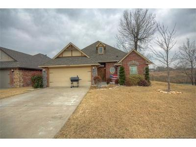 Single Family Home For Sale: 25482 Stonebridge Parkway