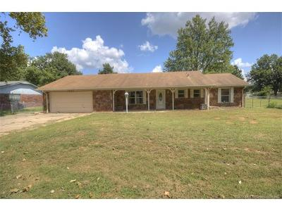 Sand Springs Single Family Home For Sale: 1705 Town And Country Drive