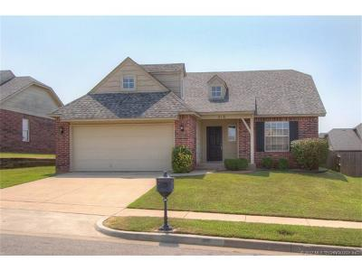 Jenks Single Family Home For Sale: 216 E 125th Place S