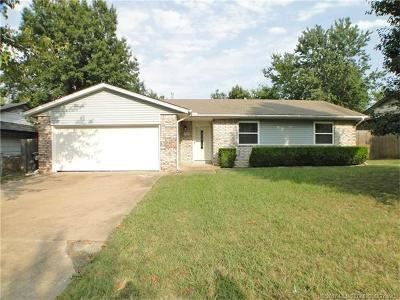 Glenpool Single Family Home For Sale: 13523 S Hickory Place