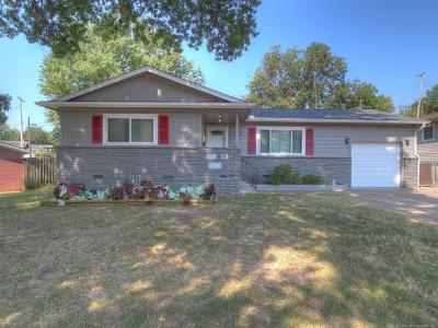 Sand Springs Single Family Home For Sale: 1104 N Hickory Avenue