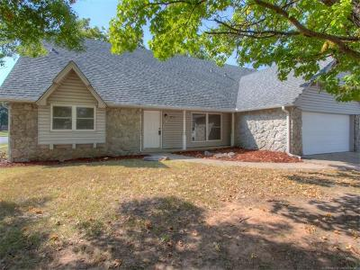 Tulsa Single Family Home For Sale: 10624 E 28th Court