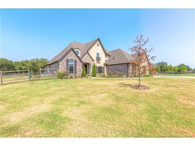 Owasso Single Family Home For Sale: 6522 N Oakwood Circle