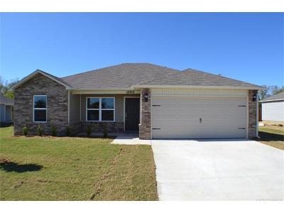 Owasso Single Family Home For Sale: 10702 N 100th East Avenue