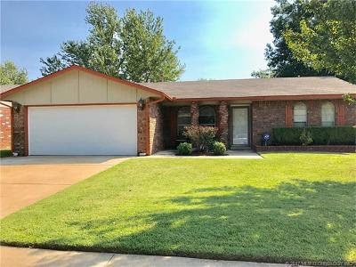 Broken Arrow Single Family Home For Sale: 1745 S Poplar Avenue