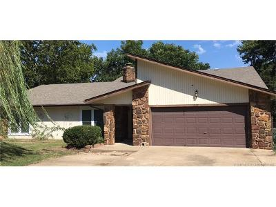 Okmulgee Single Family Home For Sale: 1807 E 8th Street