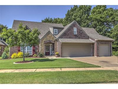 Broken Arrow Single Family Home For Sale: 200 S Sweet Gum Place