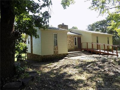 Holdenville OK Single Family Home For Sale: $99,900