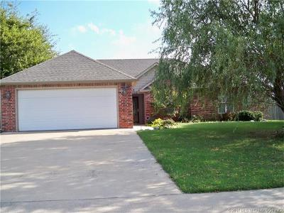 Claremore Single Family Home For Sale: 2706 Ridgeview Place