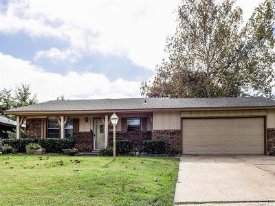 Tulsa Single Family Home For Sale: 9118 E 49th Street