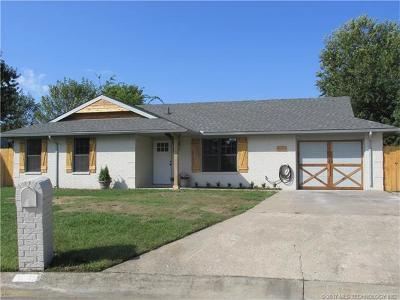 Claremore Single Family Home For Sale: 1705 S Cherokee Place