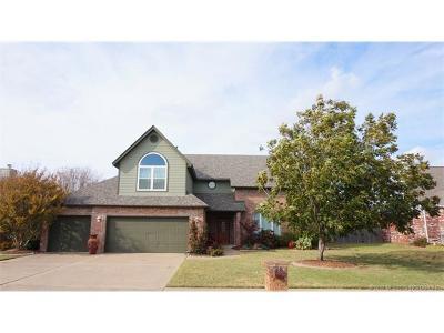 Broken Arrow Single Family Home For Sale: 1402 E Boise Place