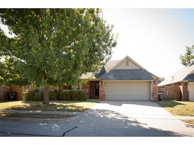Jenks Single Family Home For Sale: 2104 W F Court