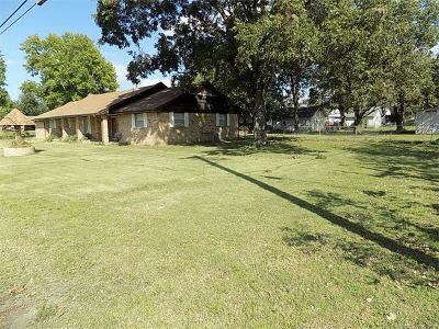 Holdenville OK Single Family Home For Sale: $155,000