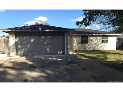 Tulsa Single Family Home For Sale: 285 S 163rd East Avenue