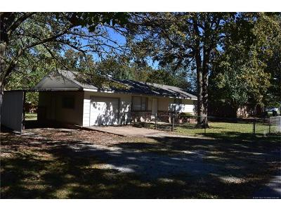 Tahlequah OK Single Family Home For Sale: $104,500