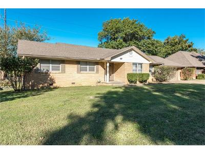 Tulsa Single Family Home For Sale: 5886 S Hudson Place