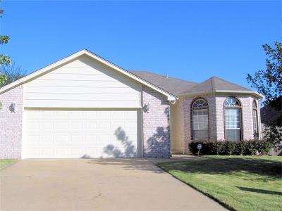 Jenks Single Family Home For Sale: 605 W 118th Street