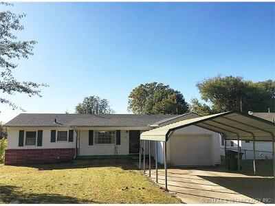 Okmulgee Single Family Home For Sale: 922 S Liberty Avenue