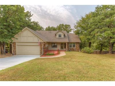 Sand Springs Single Family Home For Sale: 206 Fairway Circle