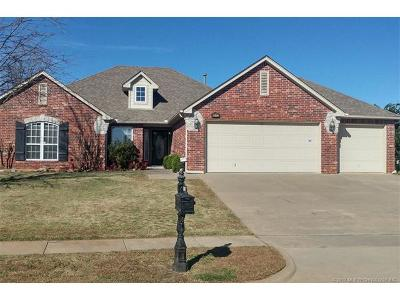Broken Arrow Single Family Home For Sale: 1602 W Austin Place