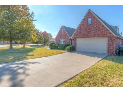 Owasso Single Family Home For Sale: 9802 N 102nd East Avenue