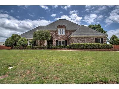 Tulsa Single Family Home For Sale: 4526 E 102nd Street