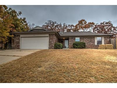 Sand Springs Single Family Home For Sale: 1310 N Pin Oak Drive