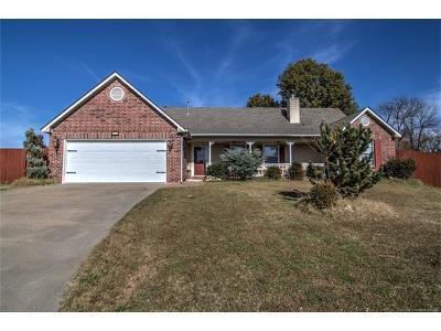 Coweta Single Family Home For Sale: 503 W Redwood Street