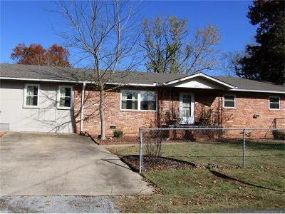 Tahlequah OK Single Family Home For Sale: $137,000