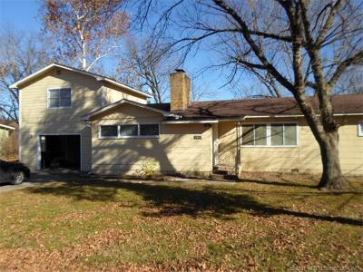 Tahlequah OK Single Family Home For Sale: $129,000