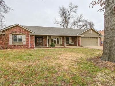 Tulsa Single Family Home For Sale: 5815 E 46th Place