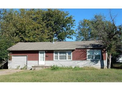 Tulsa Single Family Home For Sale: 219 E 52nd Place N